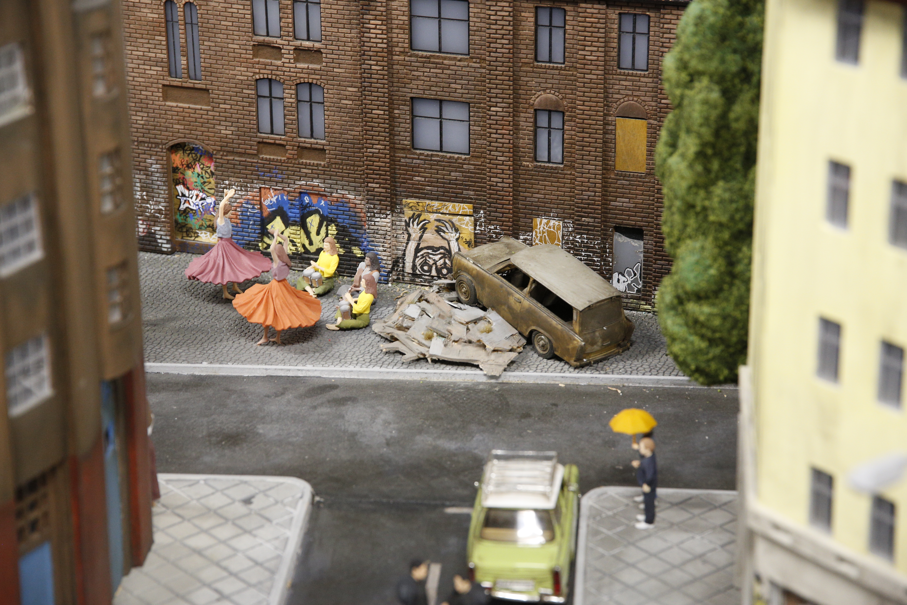 Miniature of People living and dancing in the streets in Westberlin at Little BIG City Berlin